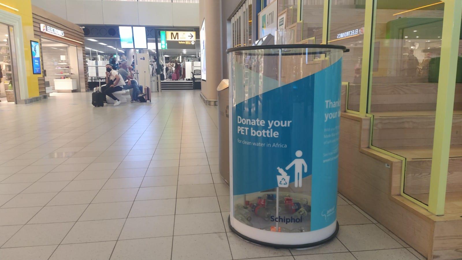 Donatiebak PET-flesjes Schiphol