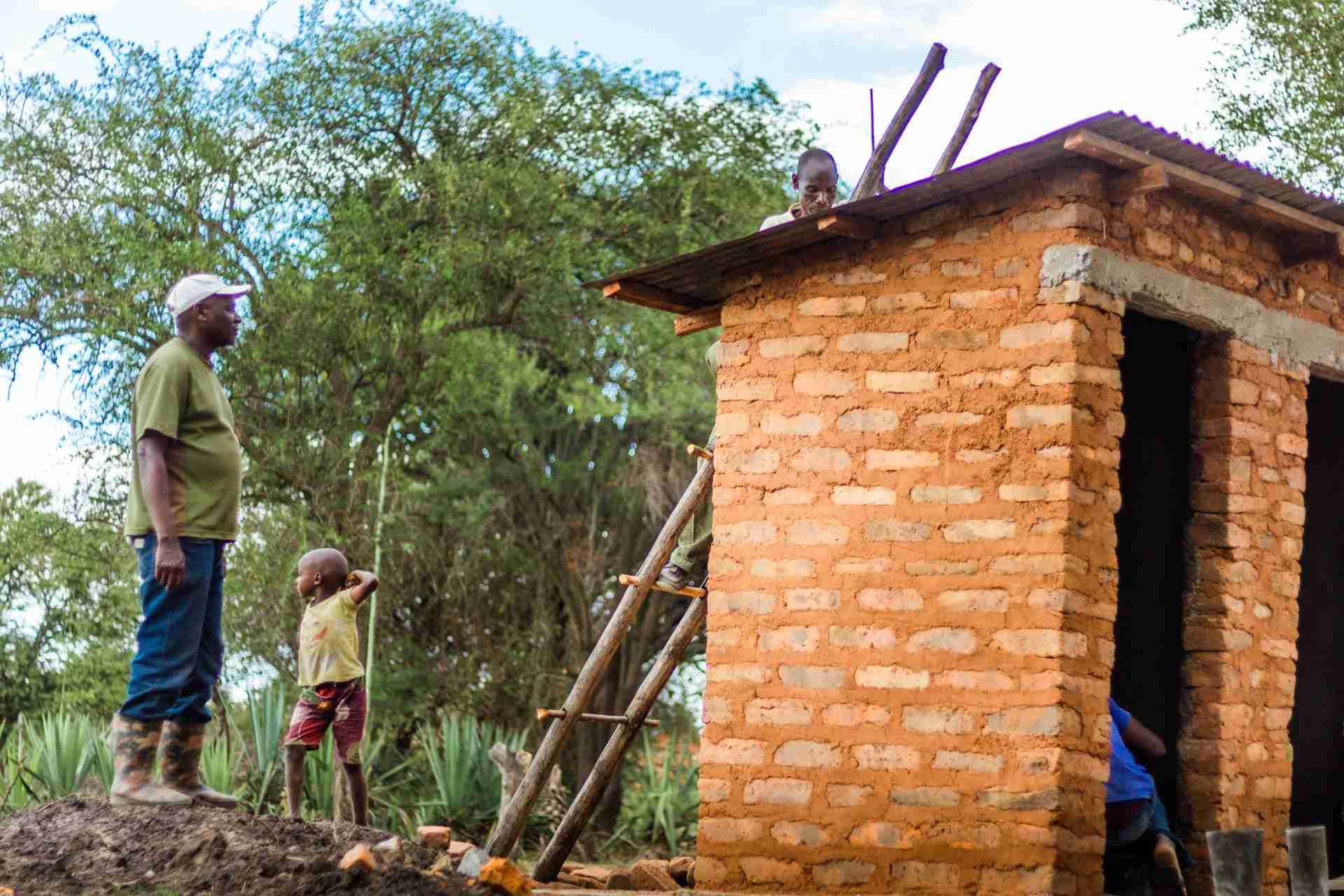 toiletten Oeganda bouwen